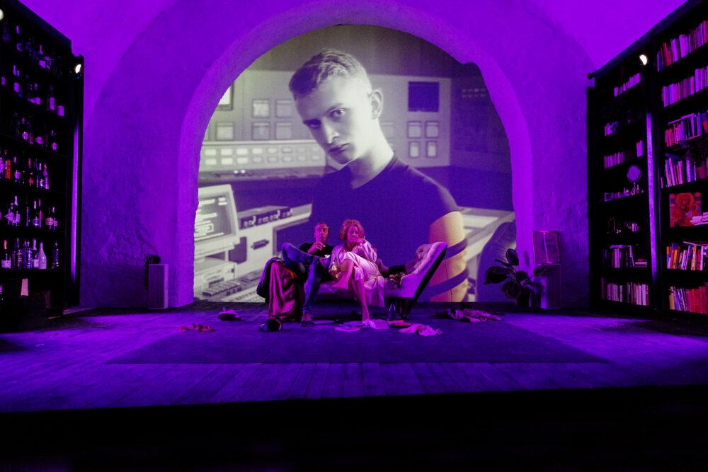 """Szenenfoto aus dem Stück """"Nussschale"""" bei Bloody Crown II in Wr. Neustadt"""