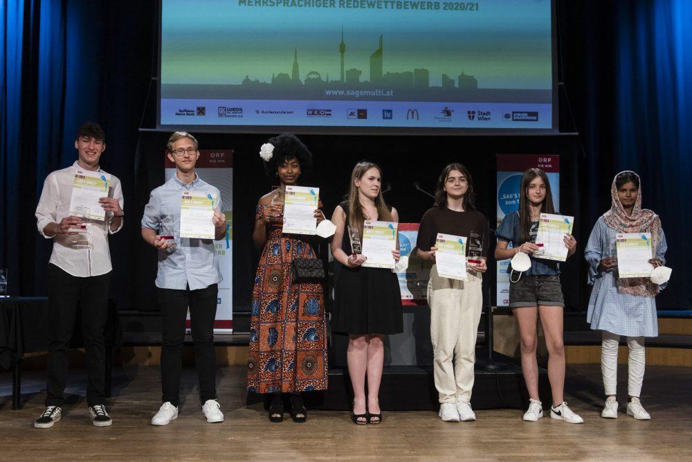 Gruppenfoto der in wien anwesenden Preisträger*innen der Finalrunde in Graz