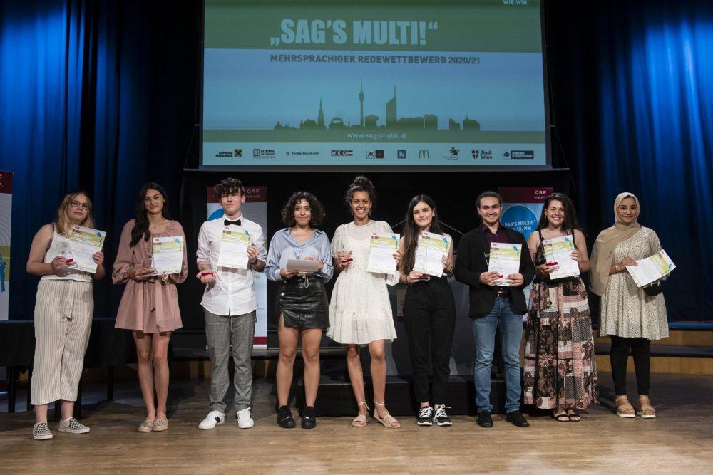 Gruppenfoto der in Wien anwesenden Preisträger*innen der Finalrunde in St. Pölten