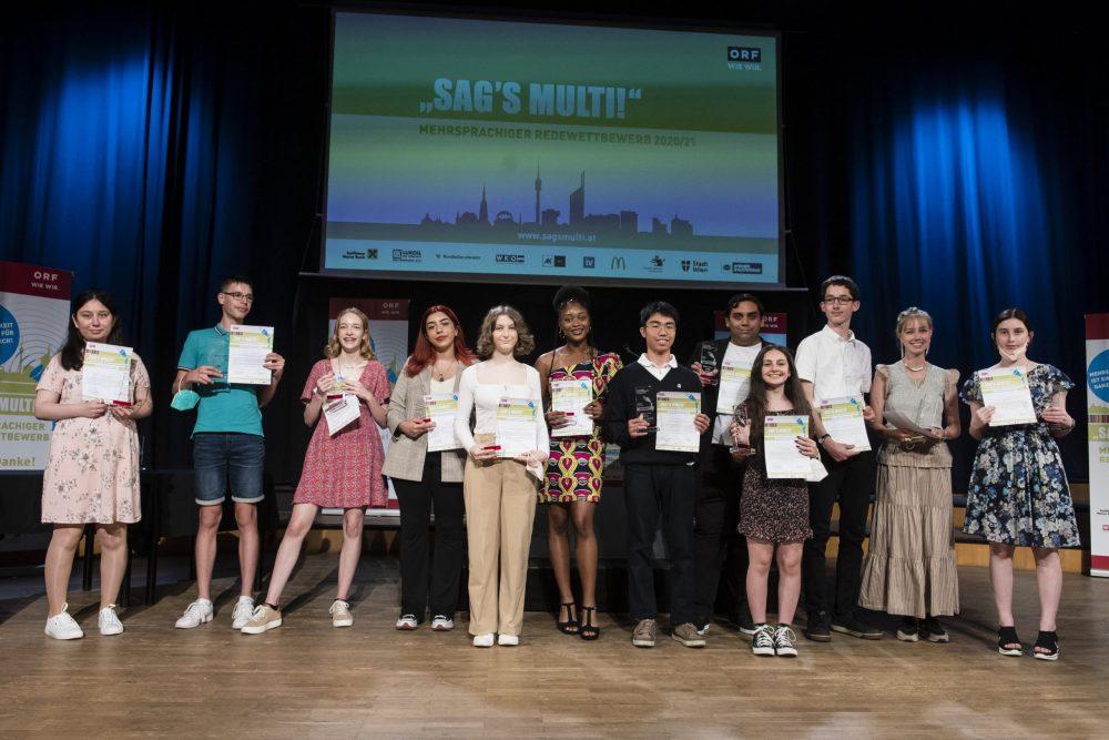 Gruppenfoto der bei der Preisverleihung anwesenden Gewinner*innen der Wiener Finalrundenn Wien