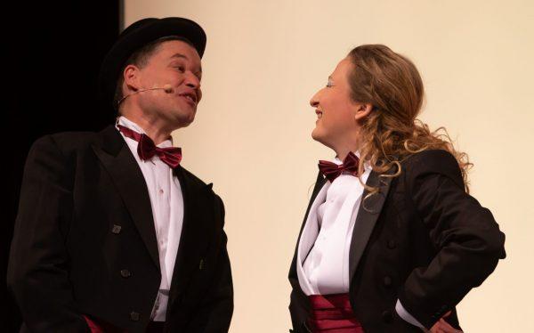 """Szenenfoto aus """"Schnurrdiburr"""" - die etwas andere Peter Alexander Show im Theater Forum Schwechat"""