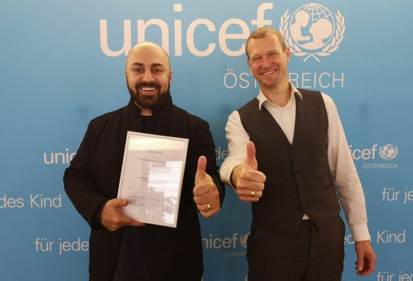 Ali Mahlodji (links), UNICEF Österreich Ehrenbeauftragter, und Christoph Jünger, UNICEF Österreich Geschäftsführer