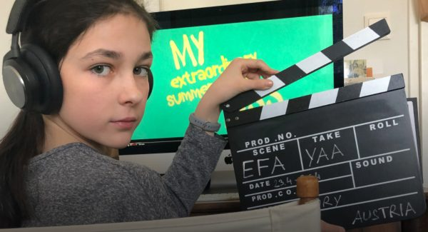 Mädchen mit Filmklappe