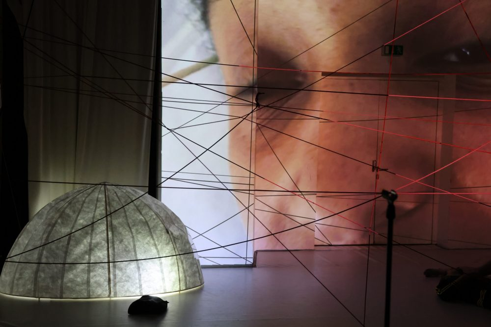 Szenenfotos aus dem Theaterklub im Dschungel Wien: