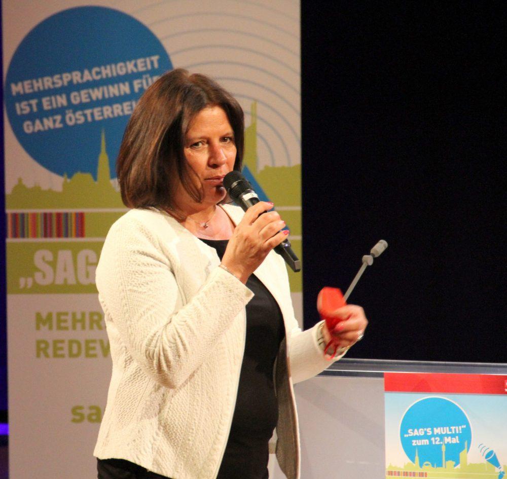 Arbeiterkammer-Präsidentin Renate Anderl auf der Bühne des RadioKulturhauses