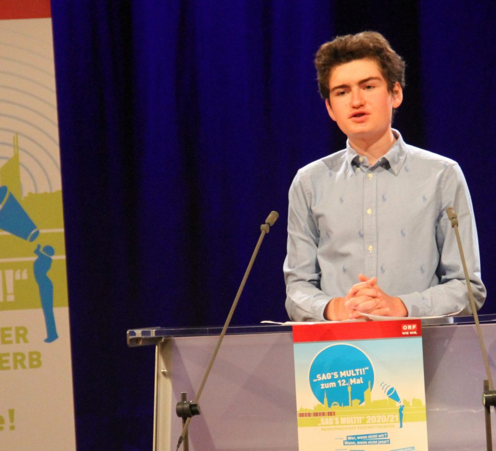 Jugendlicher am Redepult: Alexander Lehner