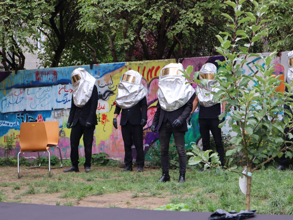 Tänzerische Performance im Garten des Bruno-Kreisky-Hauses der Volkshilfe in Wien-Floridsdorf