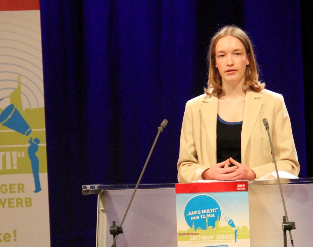 Jugendliche am Redepult: anna Magerl