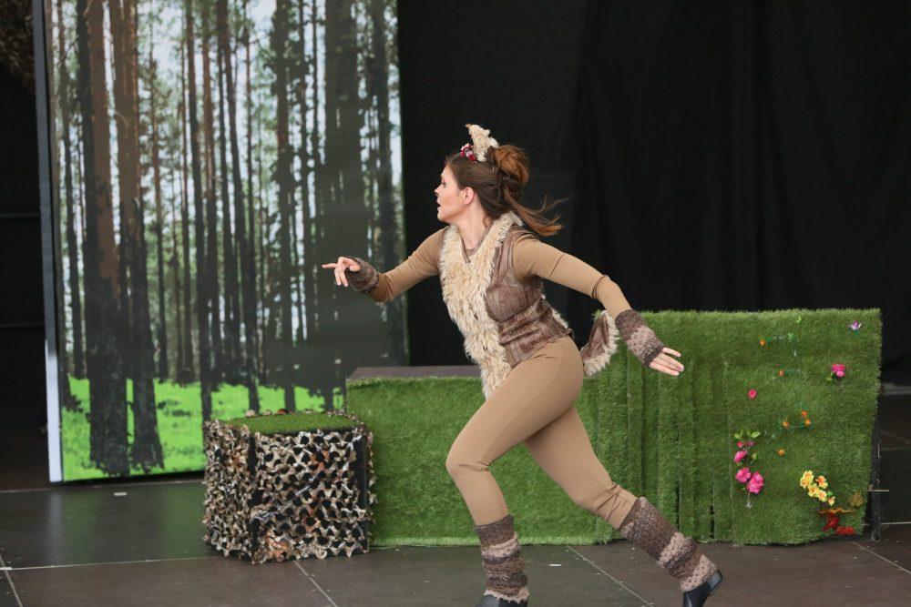 Anna Zagler in der Rolle von Bambis Mutter
