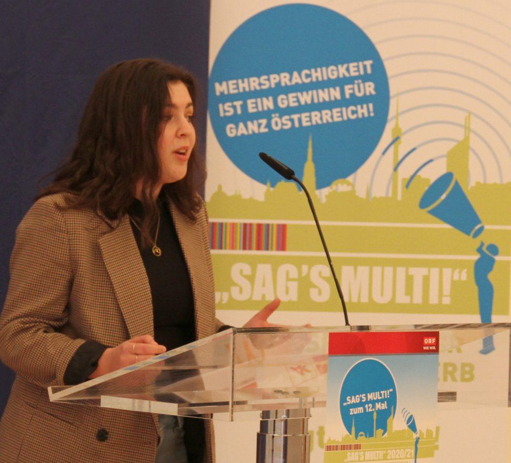 Rednerin Dina Loshaj