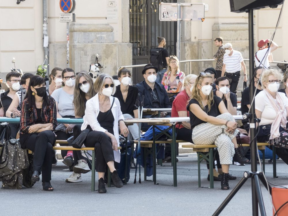 Publikum bei der Eröffnung des Festivals