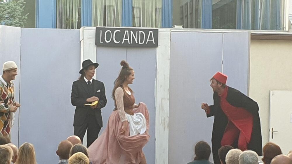 Szenen des Utopai-Theaters aus