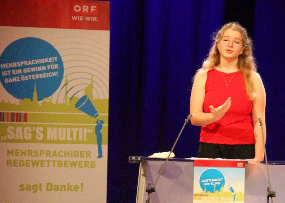 Jugendliche am Redepult:Enikö Horváth