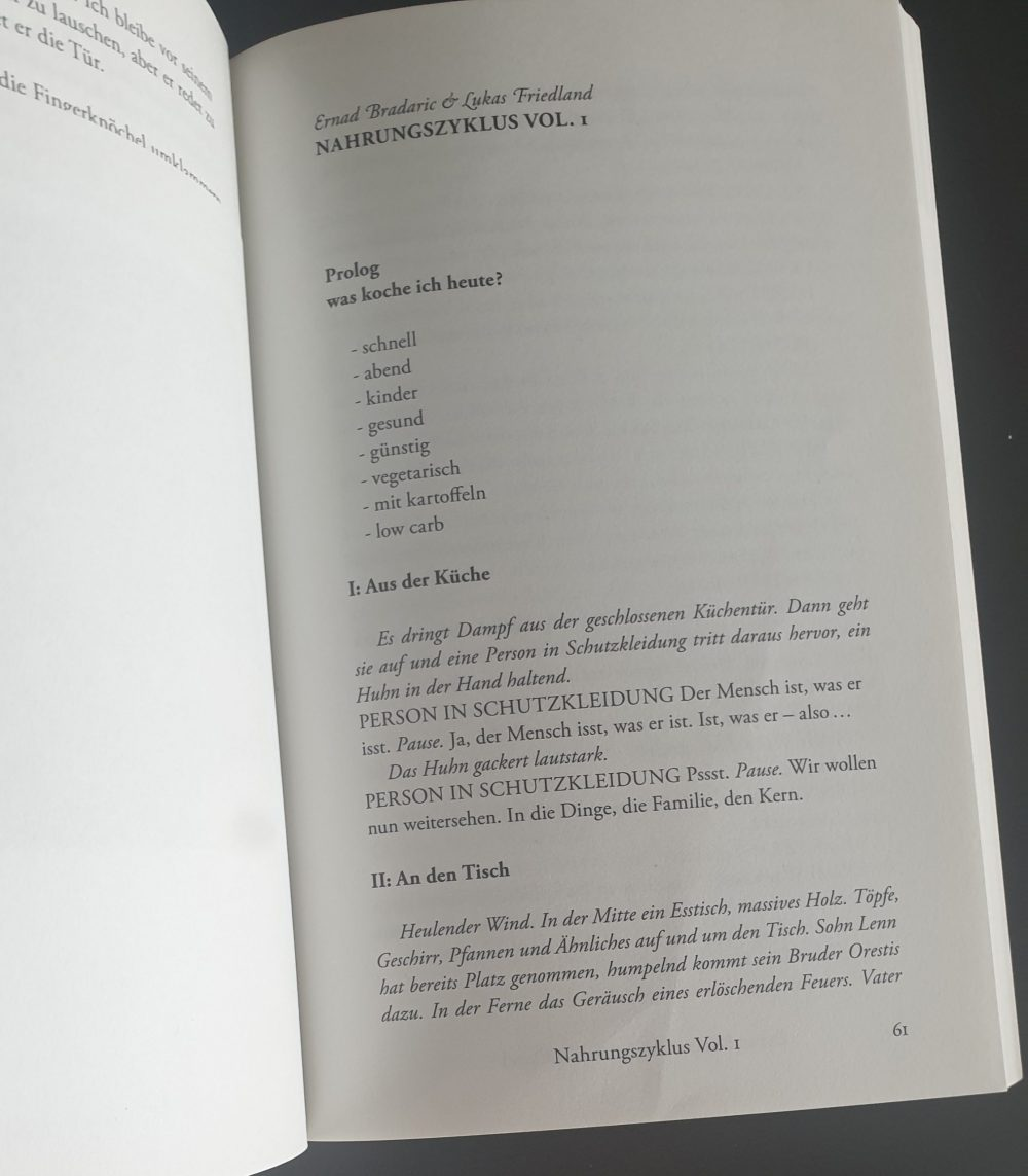Aufgeschlagene Buchseite