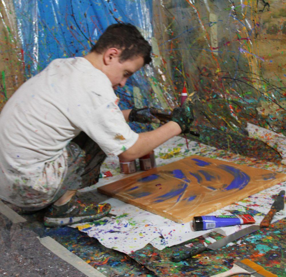 Jugendlicher malt