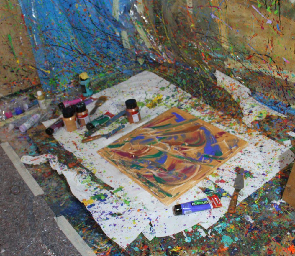 Das fertig gemalte abstrakte Bild