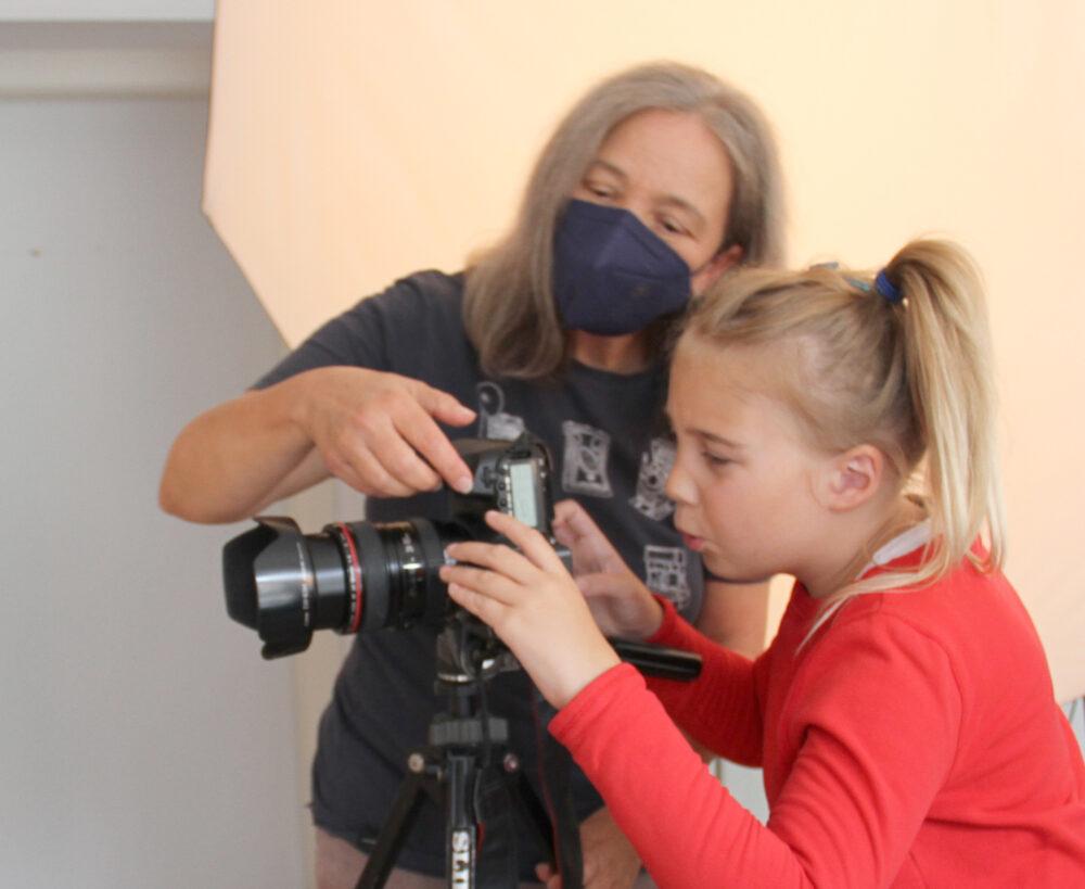 Fotografin erklärt die Kamera