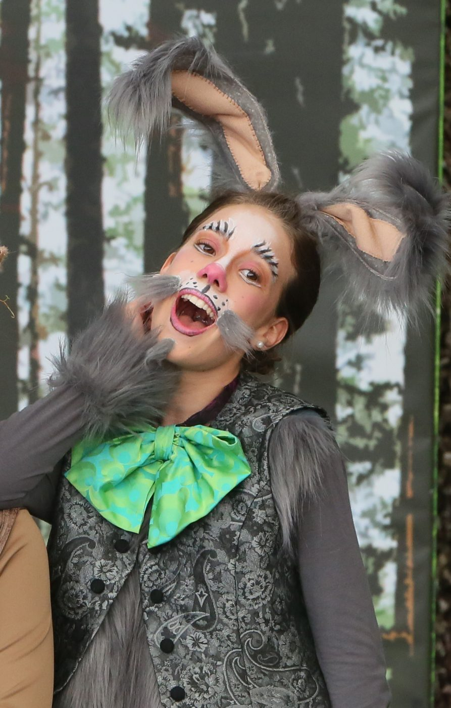 Katharina Sophie Leitgeb als Hase Klopfer