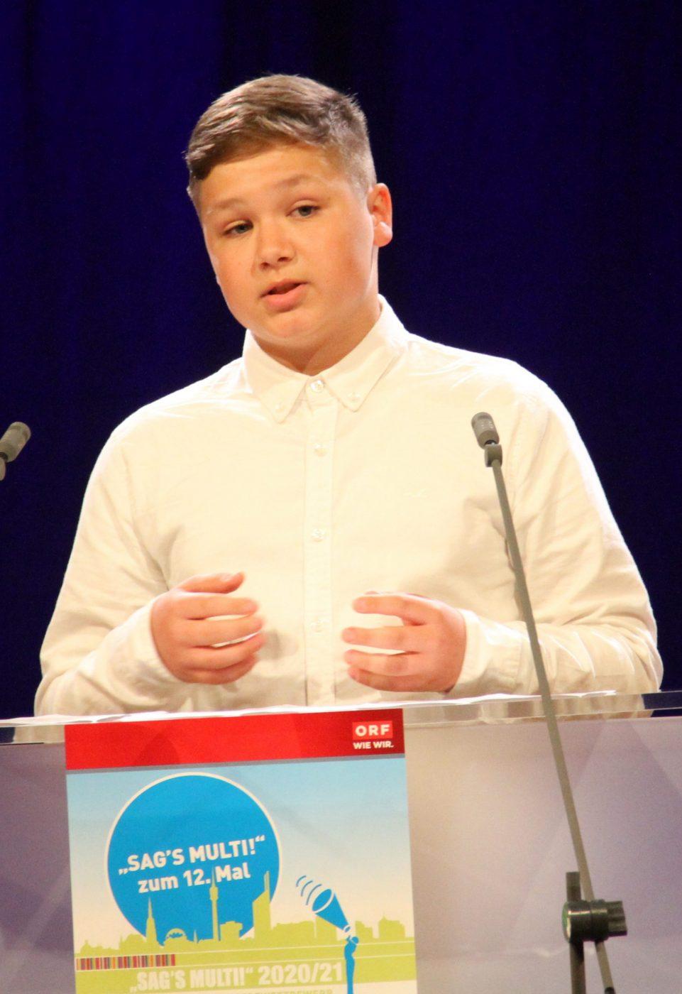 Jugendlicher am Redepult: Gabriel Krawczyk