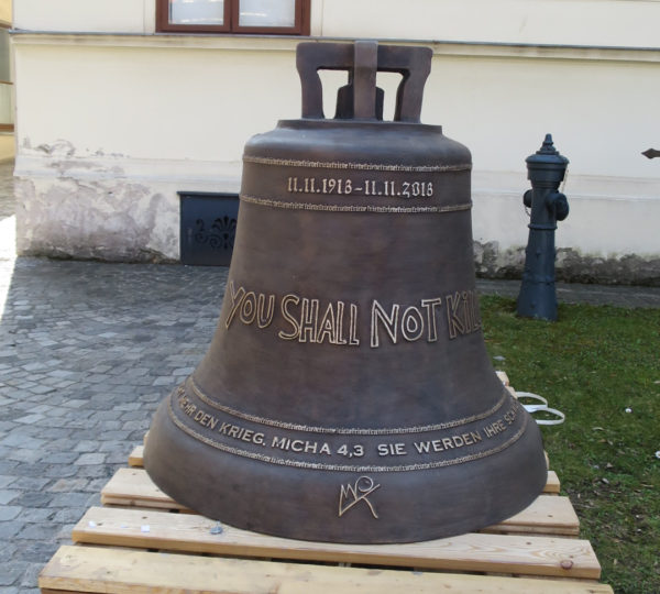 Friedensglocke im Garten des Bezirksmuseums Brigittenau
