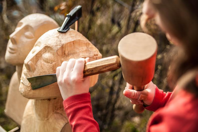 Helena May Heber beim Bildhauern - nicht für dieses Stück