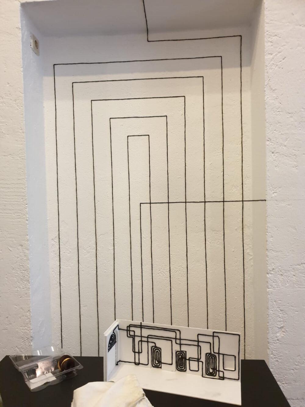 Erste Labyrinthfäden an den Wänden im Foyer