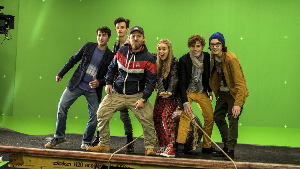 Gruppenfoto einiger HauptdarstellerInnen aus dem Kinofilm