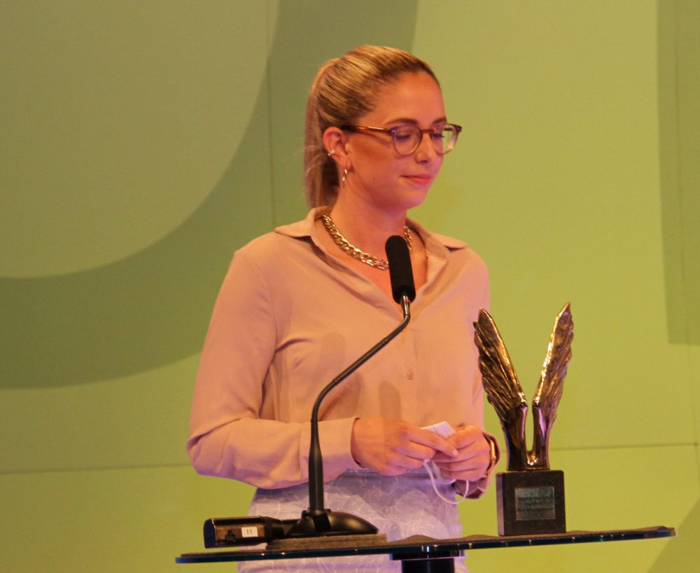 Stellvertretend für das abwesende Schüler-Team übernahm die Lehrerin der VBS-Augarten Lisa Pototschnig den Merkur für das innovativste Projekt