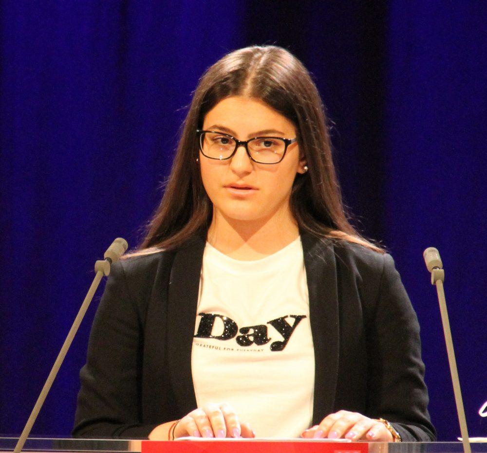 Jugendliche am Redepult: Katarina nedeljkov