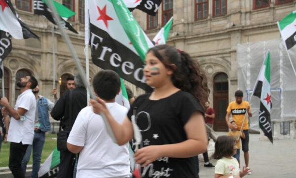 Mundgebung in Wien neben der Oper zum Jahrestag des Giftgasangriffs auf das syrische Ghuta