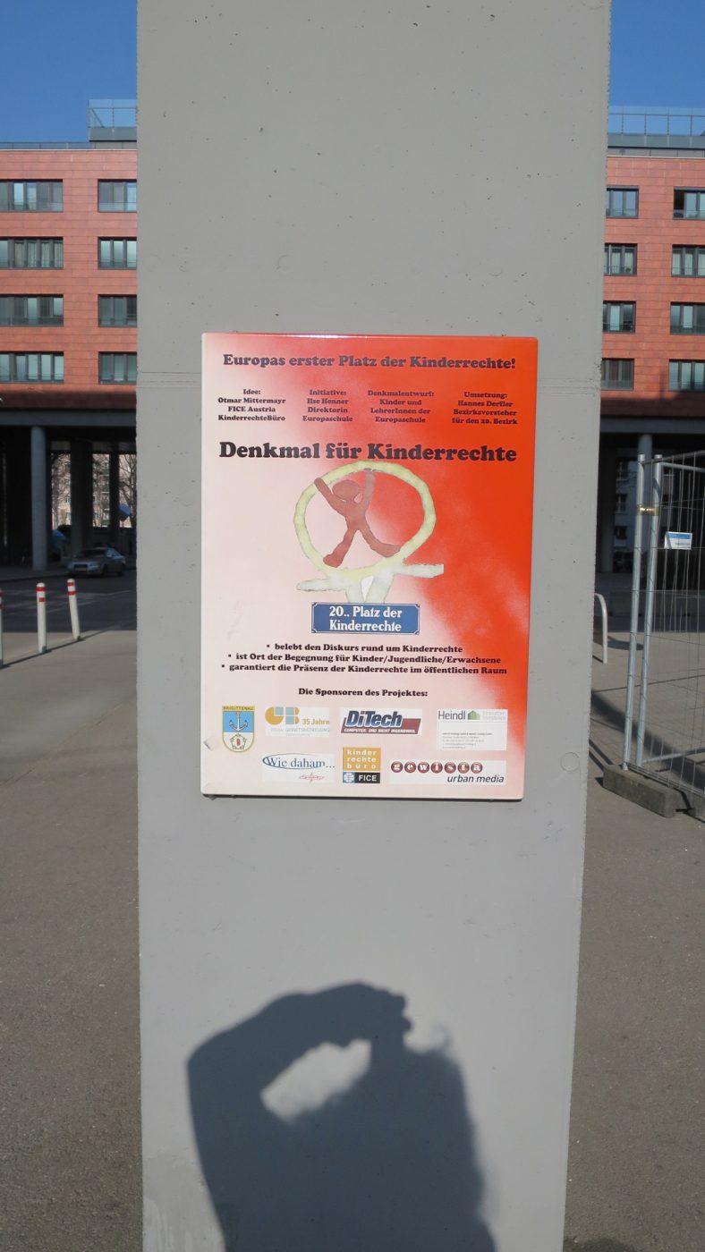 Platz der Kinderrechte in Wien-Bigittenau, Teile noch eingezäunt