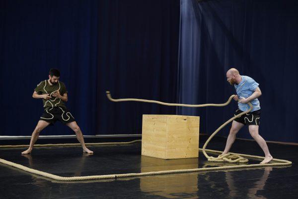 """Szenenfoto aus """"Kreuz & quer"""", Tanztheater für jüngste Kinder"""