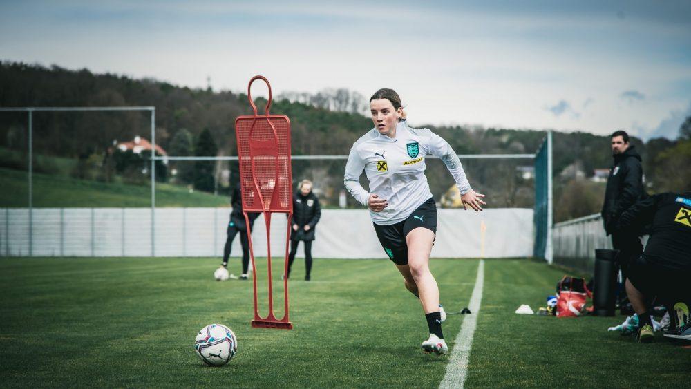 Lara Felix im Teamtraining in Aktion