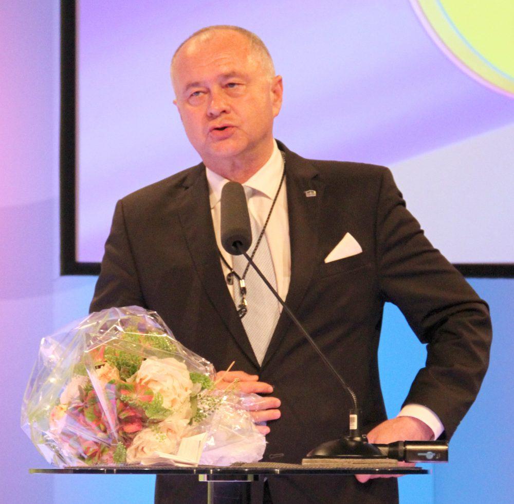 Laudator - für die Ehren-Merkur-Gewinnerin - Stefan Hintner, Bürgermeister von Mödling