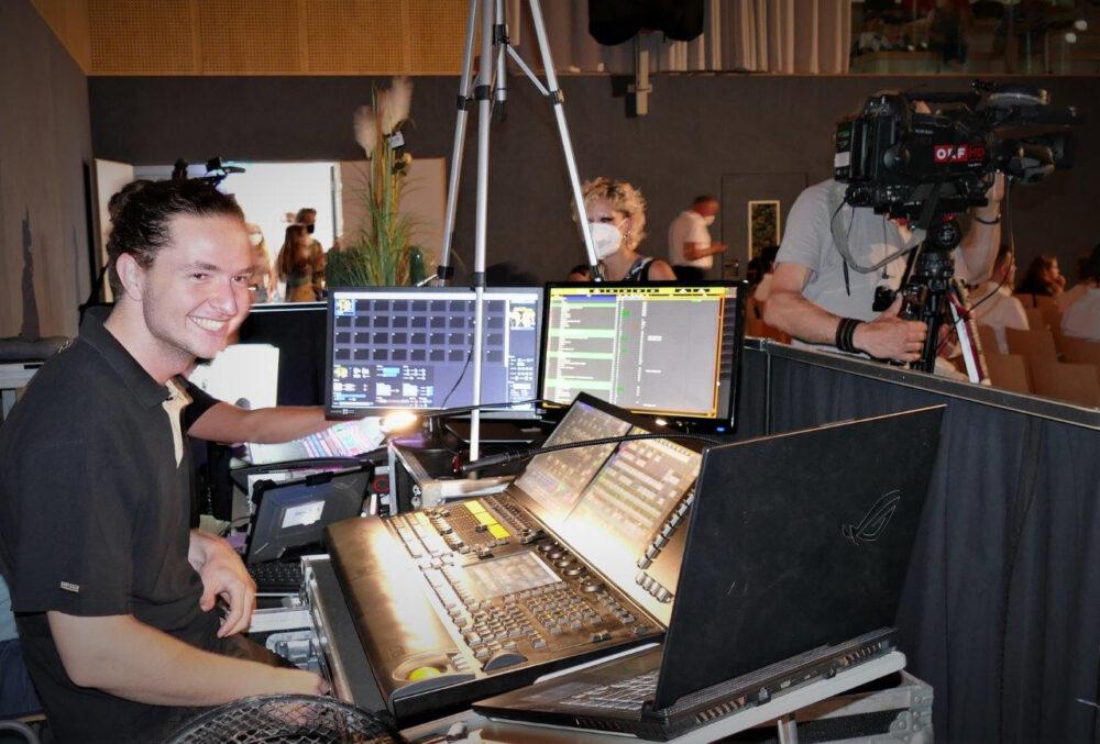 Licht-Designer Leon Leitner bei der Arbeit