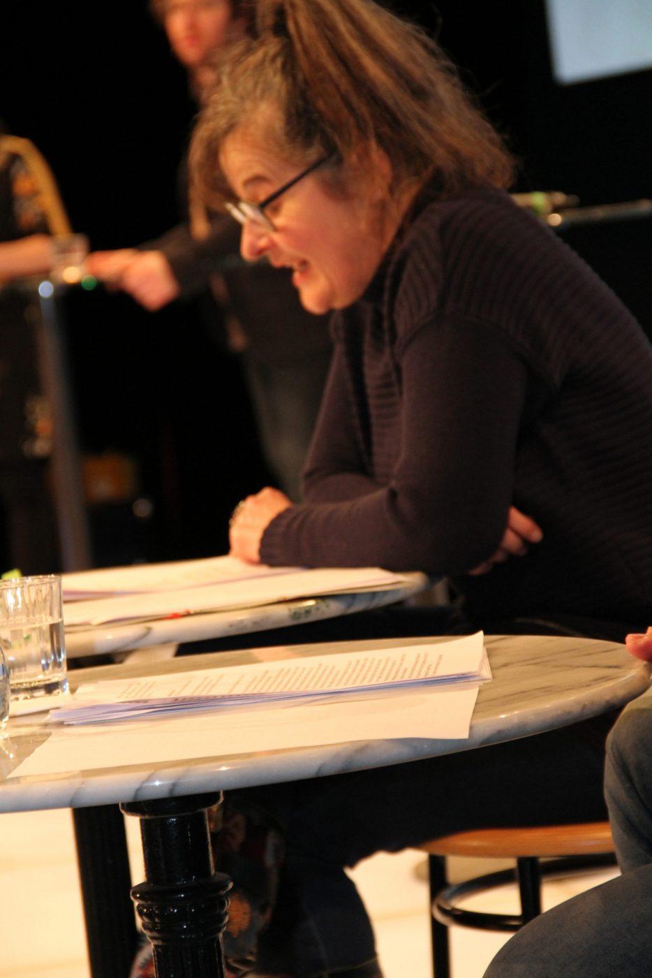 Die Schauspieler:innen Maria Hofstätter und Gregor Seberg lasen die preisgekrönten Texte vor