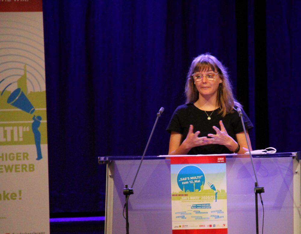 Lisa-Marie Rolly, Rednerin am Redepult