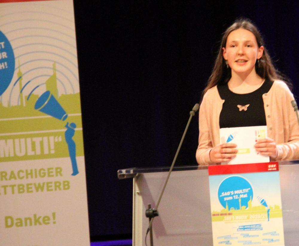Maja Elmedina Handžo, Rednerin am Redepult