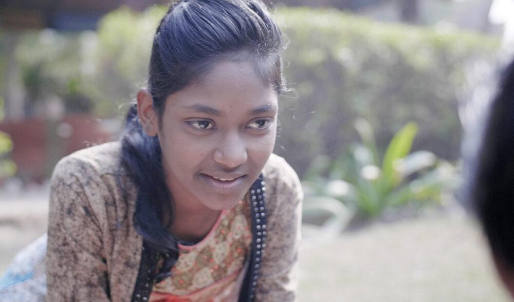 Heena ist eines von den engagierten Straßenkindern Indiens, die mit ihrer Zeitschrift dafür sorgen, dass ihre Geschichten Gehör finden