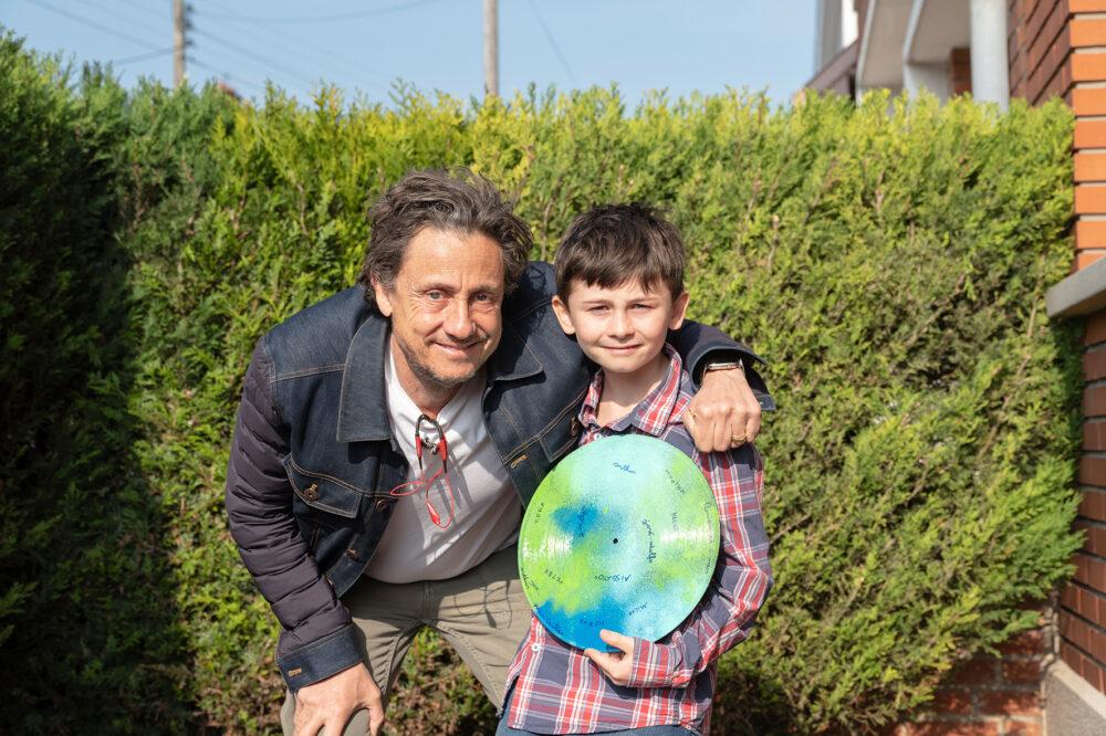 Regisseur Gilles mit Arthur, einem der bewegenden Kinder