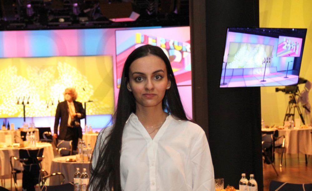Eine Jugendliche: neha Ram