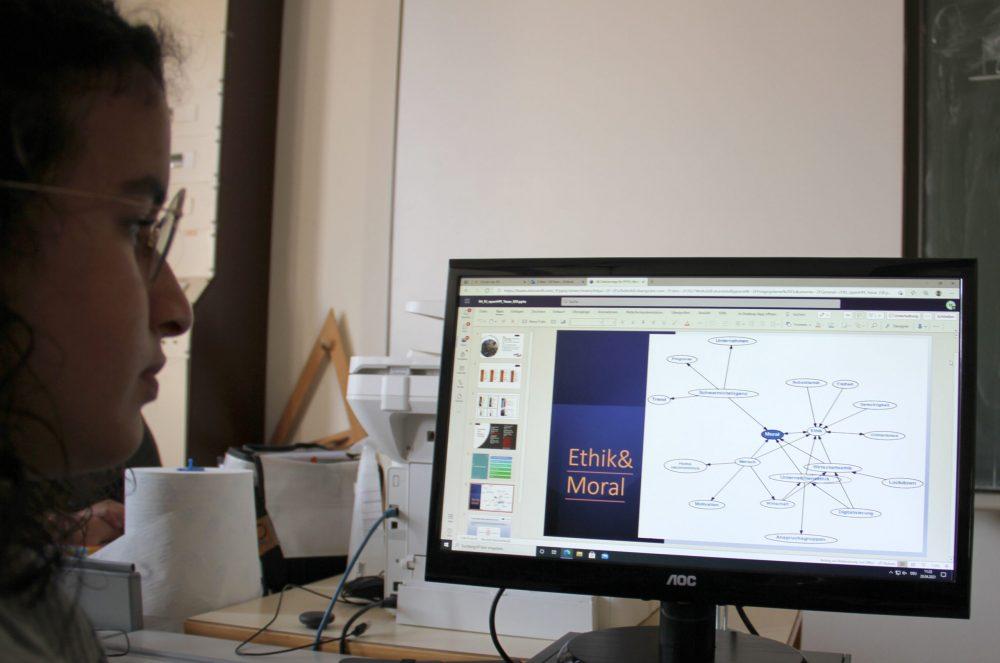Präsentation weiterer Anwendungen von Künstlicher Intelligenz in Powerpoint-Folien