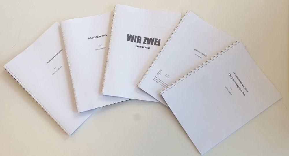 Hefte mit den Texten für den Dramawalk zu Erzählstühlen rund ums Grazer Next Liberty und die Oper