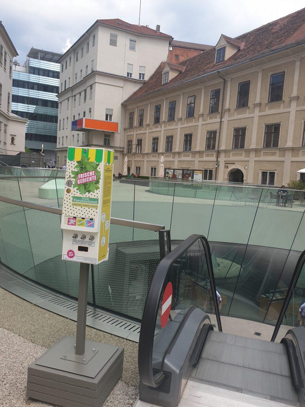 Poesie-Automat im Grazer Joanneumsviertel