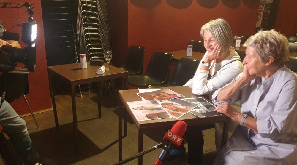 Das Kabarettistinnen-Duo SpätSies vor der Generalprobe beim Interview mit dem ORF