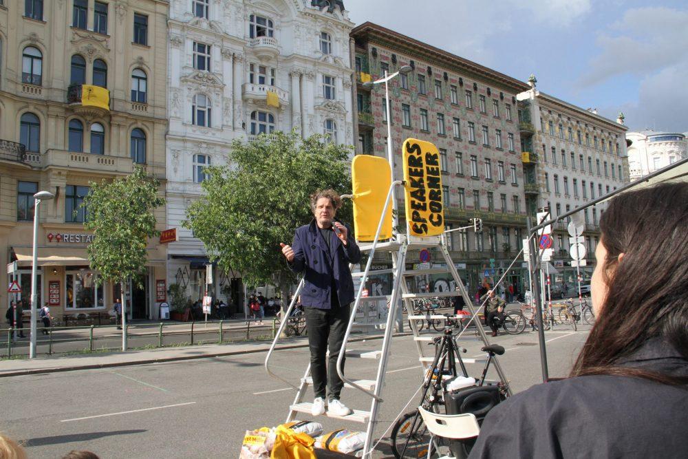 Kundgebung auf dem ÜParkplatz neben dem Wiener Naschmarkt für Freiraum statt Markhalle