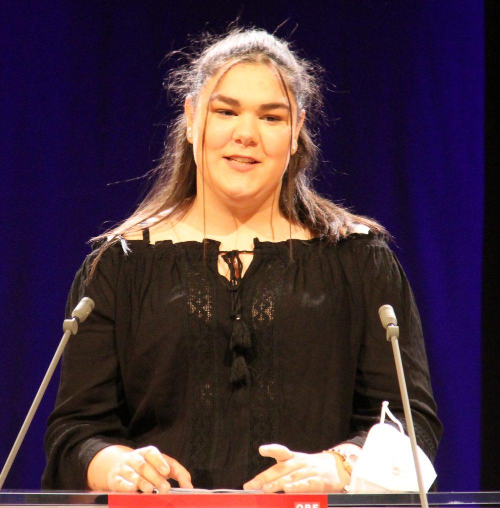 Tamara Zivković, Rednerin am Redepult