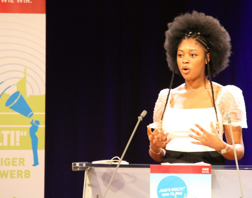 Tracy-Cindy Agbogbe, Rednerin am Redepult