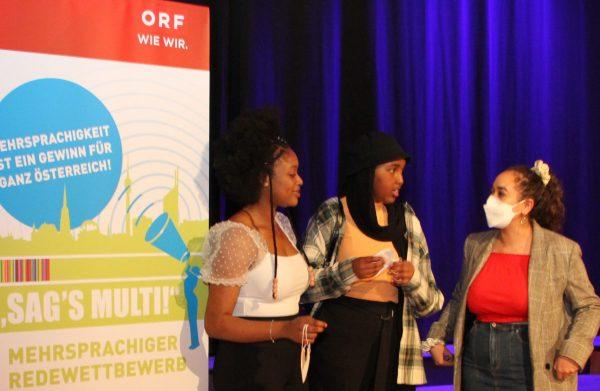 Drei Teilnehmerinnen aus verschiedenen Jahren: Tracy-Cindy Agbobge (links, heuer), Sihaam Abdillahi (Mitte, Siiegerin im Vorjahr) und Yasmin Maatouk (rechts, Siegerin 2017/18)